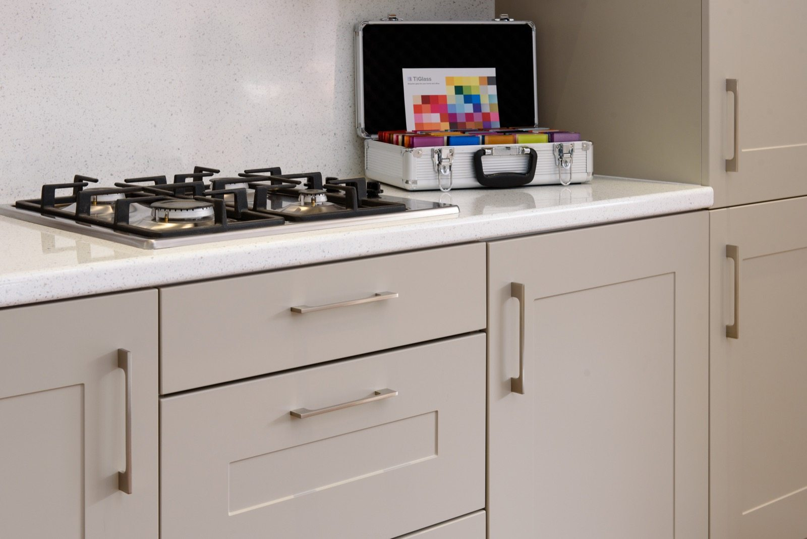 chelmsford kitchen showroom regal kitchens in essex. Black Bedroom Furniture Sets. Home Design Ideas